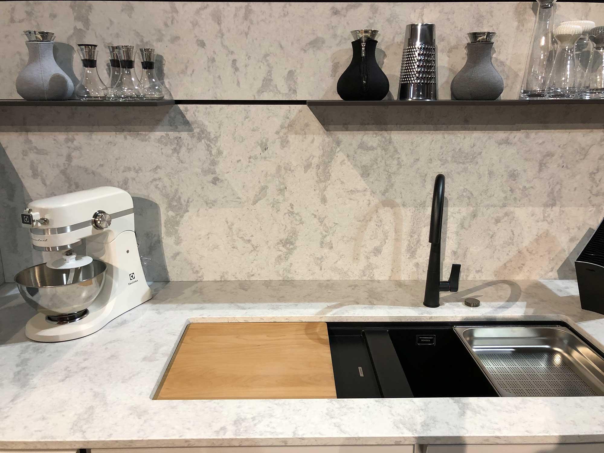 beton quarz metropolis oyster arbeitsplatte arbeitsplatten k chenarbeitsplatten. Black Bedroom Furniture Sets. Home Design Ideas